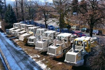 Alle Maschinen sind mit Spezialbereifung für extremes Gelände ausgestattet.